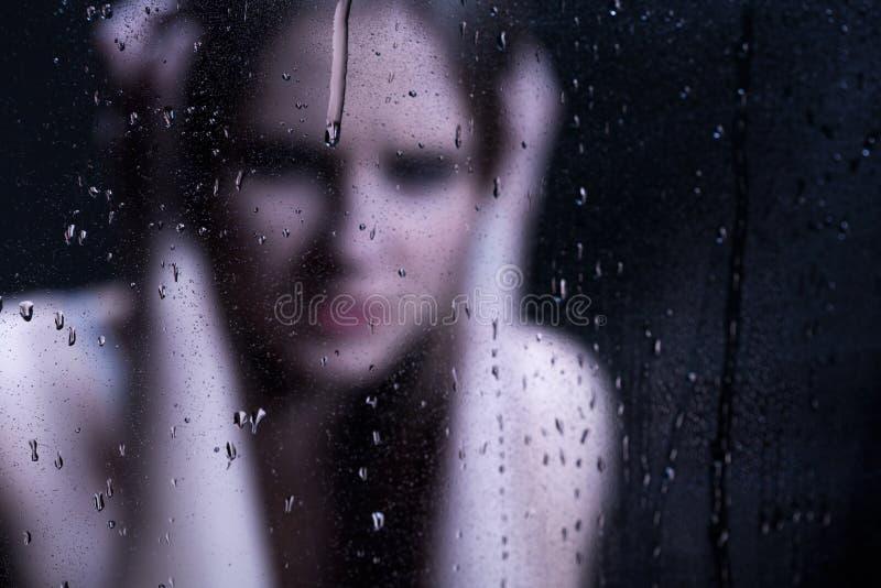 沮丧的女孩的Blured图象 库存照片