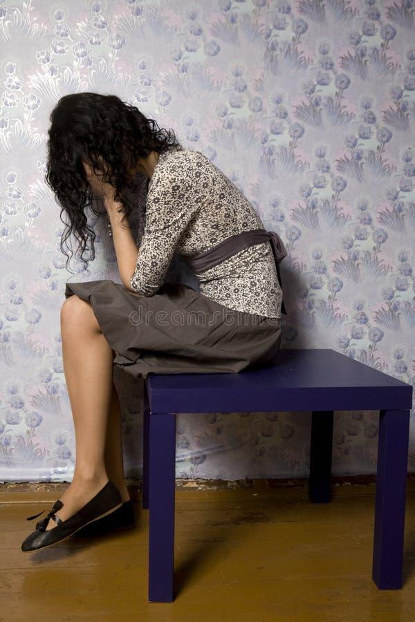 沮丧的查找的纵向妇女年轻人 免版税库存照片