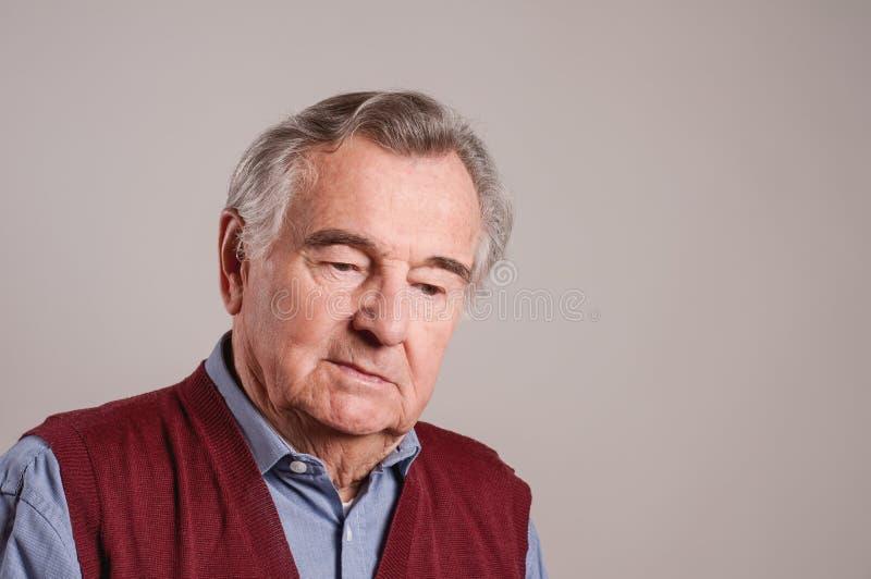 沮丧的老人画象-被隔绝 免版税图库摄影