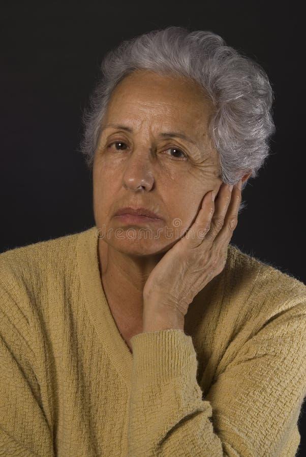 沮丧的高级妇女 库存图片