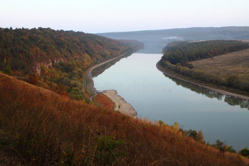 河。 秋天原因。 库存图片