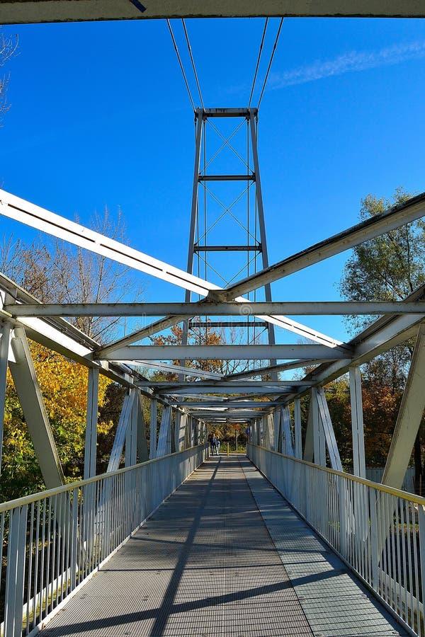 河上钢制天桥,详图 图库摄影