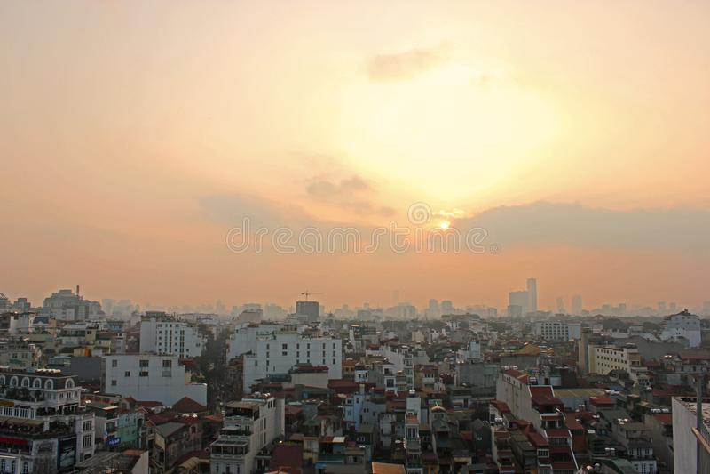 河内屋顶城市地平线春天太阳爆炸 库存照片
