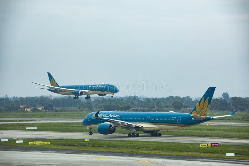 河内越南- november7,2017:登陆的越南国家航空公司平面方法对河内市北vietman的noi bai机场 图库摄影