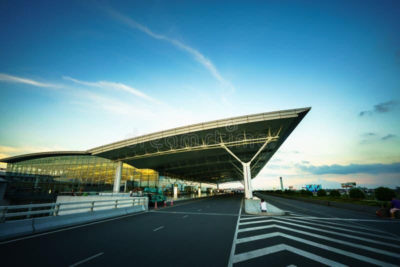 河内,越南- 2017年6月10日:微明的内排国际机场与霍尔T2,最大的机场在北越南 免版税库存照片