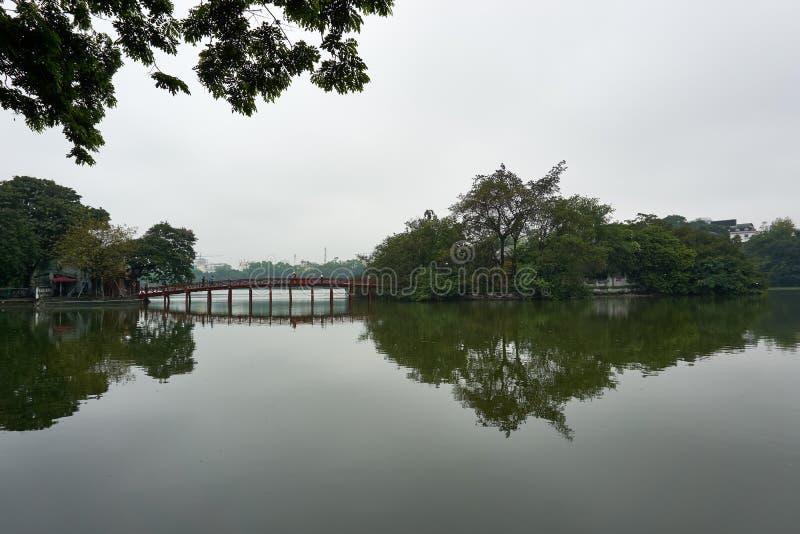 河内,越南- 2019年4月30日:玉山的寺庙还剑湖的在河内中部 库存图片