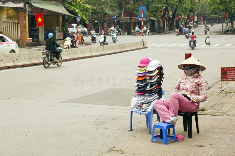 河内,越南- 2014年5月:街边小贩妇女 免版税图库摄影
