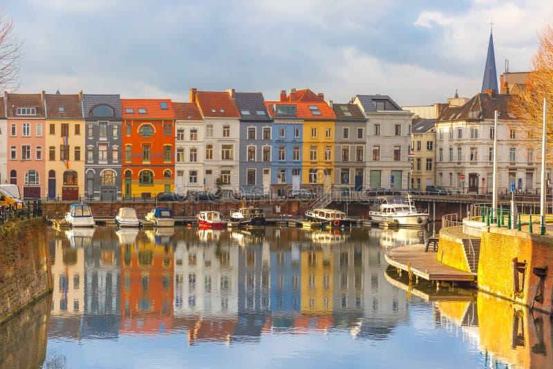 河利斯河,色的房子和钟楼塔  免版税库存照片