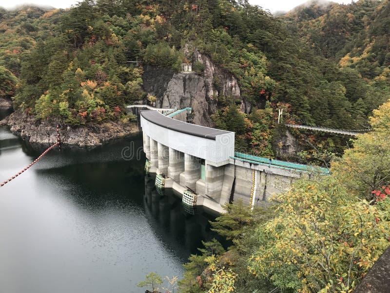 河又在Setoai-kyo峡谷的水坝和吊桥在日本 图库摄影