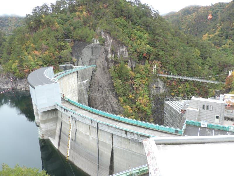 河又在Setoai-kyo峡谷的水坝和吊桥在日本 库存照片