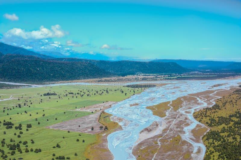 河和山的鸟瞰图 库存图片