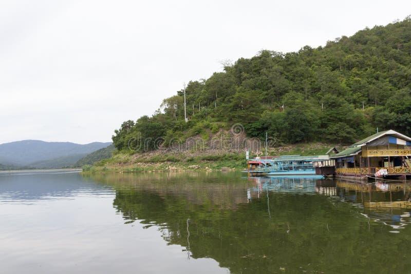 Download 河和山 库存照片. 图片 包括有 天空, 港口, 发运, 旅行, 承运人, 运费, 泰国, 运输, 水路 - 59104428