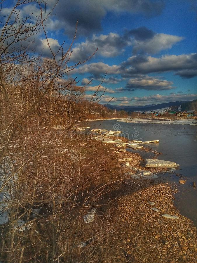 河和纪念碑 免版税图库摄影