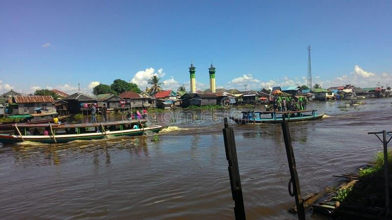 河和船 免版税库存图片