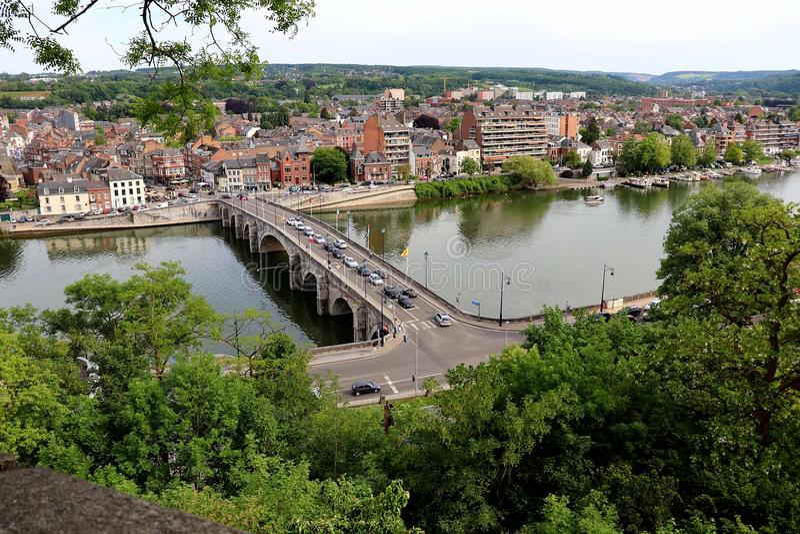 河在城市 免版税图库摄影