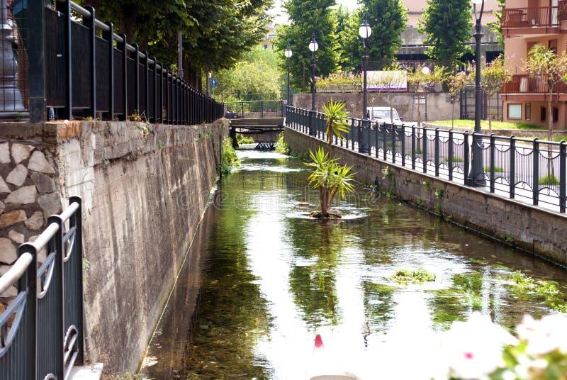 河在斯卡法蒂,意大利 免版税库存图片