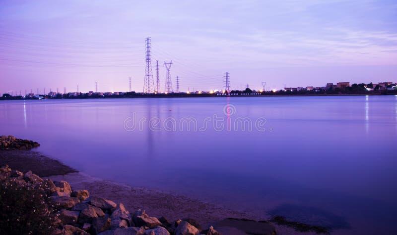 河在晚上是非常安静的 库存图片