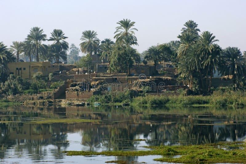河在阿斯旺和卢克索之间的尼罗风景 库存照片