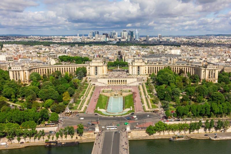 巴黎-河塞纳河, Palais de Chaillot,拉德芳斯看法  免版税库存照片