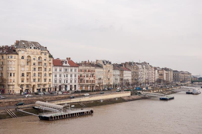 河多瑙河的堤防在布达佩斯 免版税库存图片