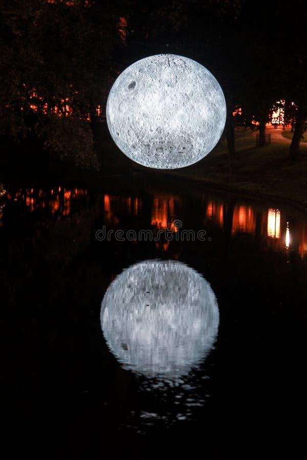 河夜月亮 库存照片