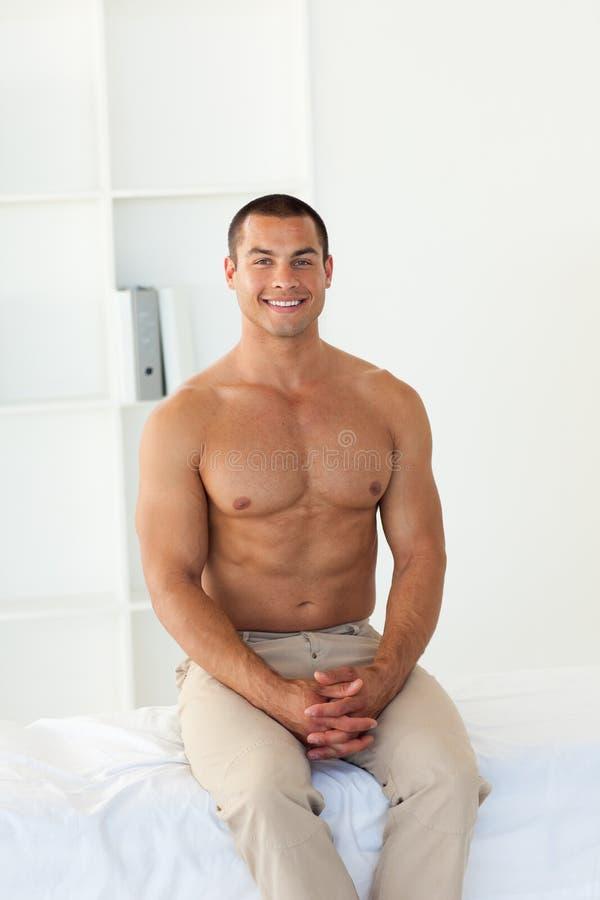 河床住院病人坐的微笑 图库摄影