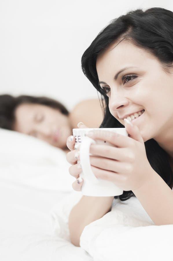 河床咖啡早晨 免版税库存照片