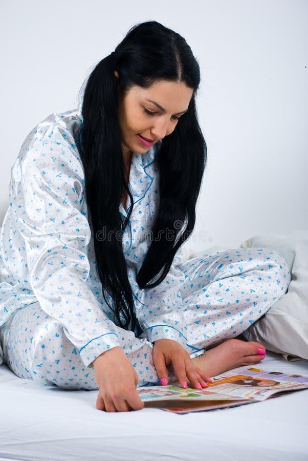 河床杂志读取妇女 库存图片