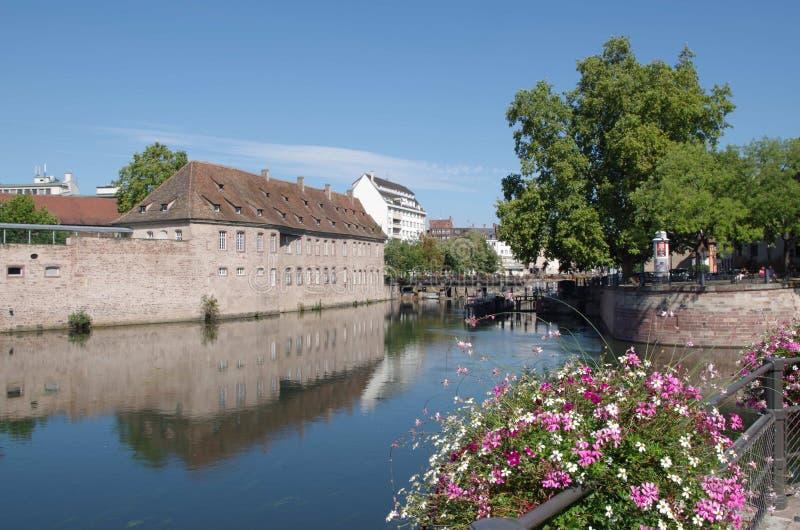 Download 河恶意的史特拉斯堡,法国的浪漫看法 库存图片. 图片 包括有 云彩, 布琼布拉, 地标, 都市风景, 遗产 - 59112407