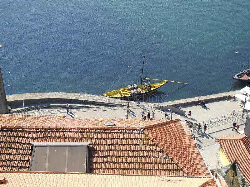 河杜罗和散步的看法 波尔图 葡萄牙 免版税库存图片