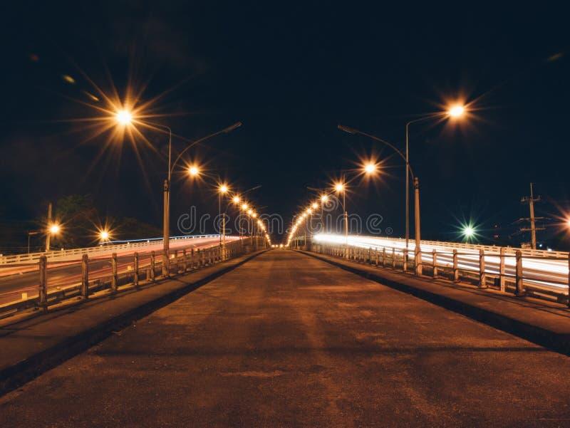 河桥梁在晚上 免版税库存照片