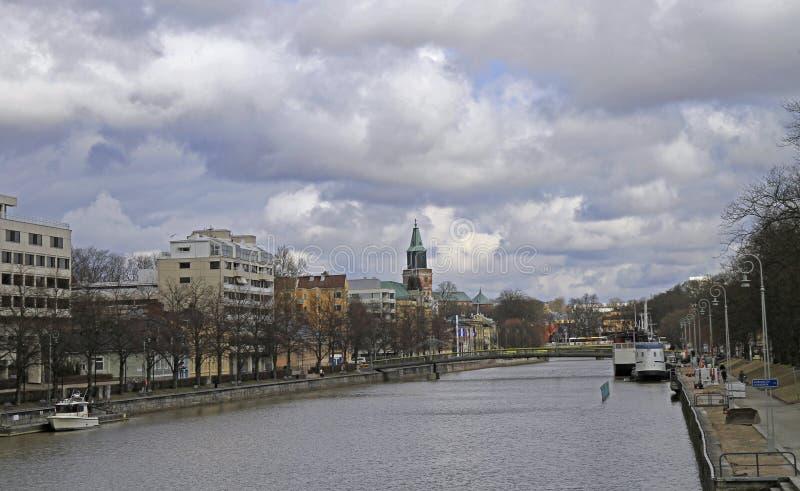 河气氛在芬兰城市图尔库,芬兰的中心 免版税库存图片