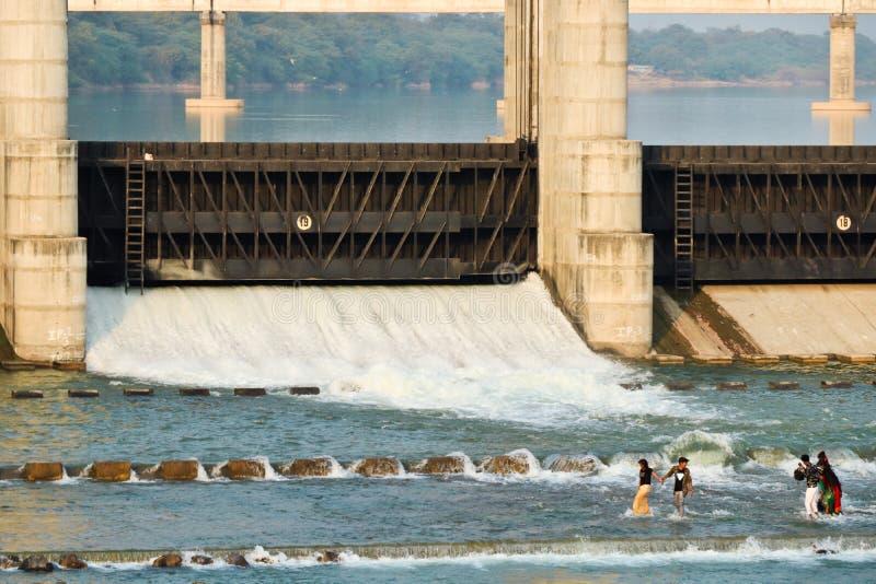 河水坝甘地讷格尔-印度 免版税库存照片