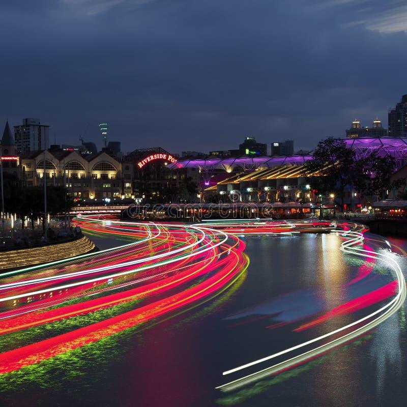 河沿城市光 免版税库存图片