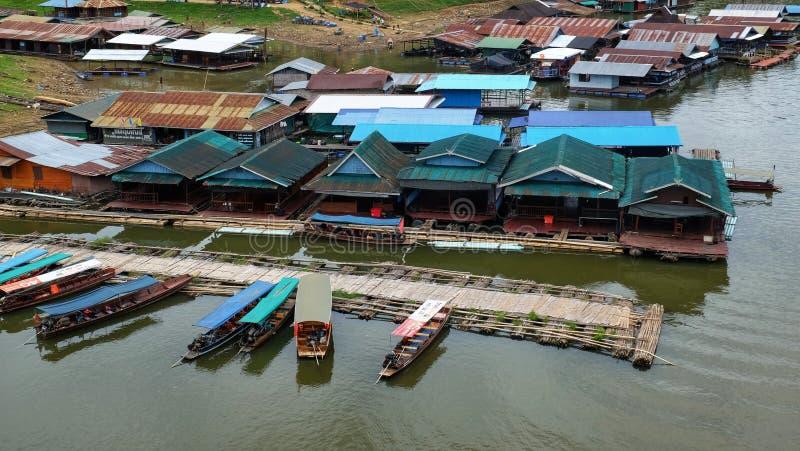 河沿栖所和在河 免版税库存照片