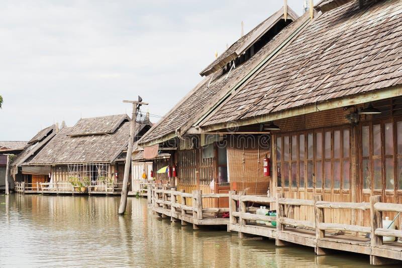 河沿社区的老木房子 免版税库存图片