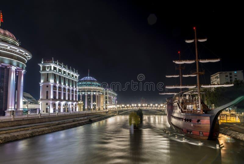 河瓦尔达尔河和弧,夜风景 图库摄影