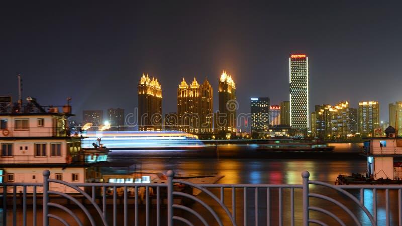 河的晚上视图 免版税图库摄影