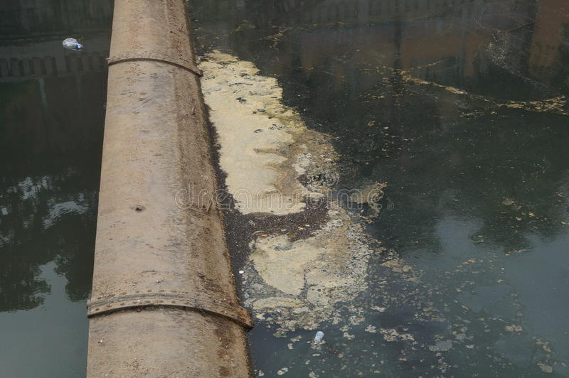 Download 河的污染 库存图片. 图片 包括有 污染, 背包, 堤防, 聚会所, 布琼布拉, 污染物, 旅行, 户外 - 62536133