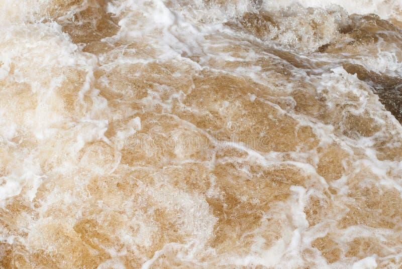 河的风雨如磐的潮流 库存照片