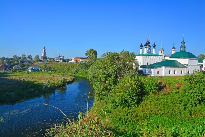 河的Kamenka教会在苏兹达尔,俄罗斯的中部 免版税库存图片