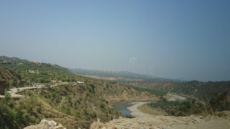 河的moutain视图 免版税库存图片