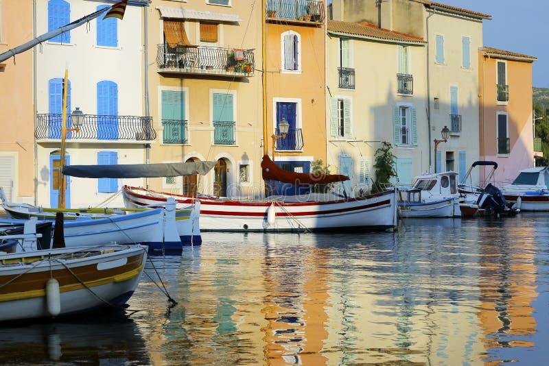 河船地中海建筑立面 库存照片
