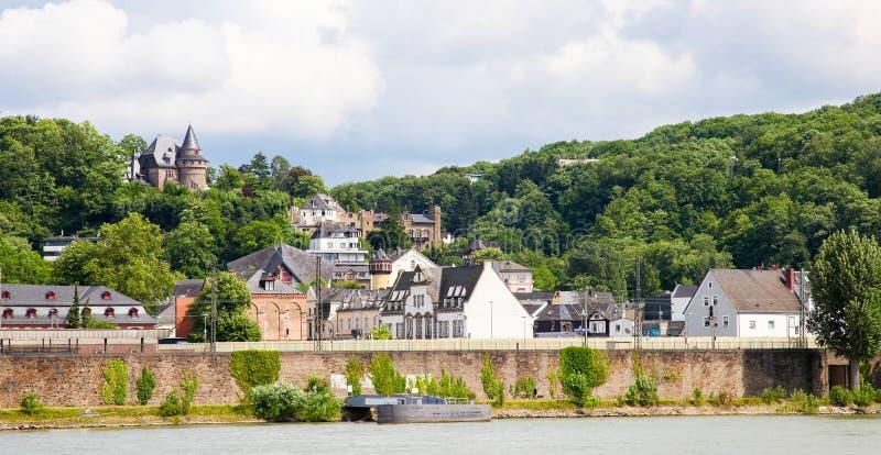 河莱茵河的河岸在科布伦茨,德国 免版税图库摄影