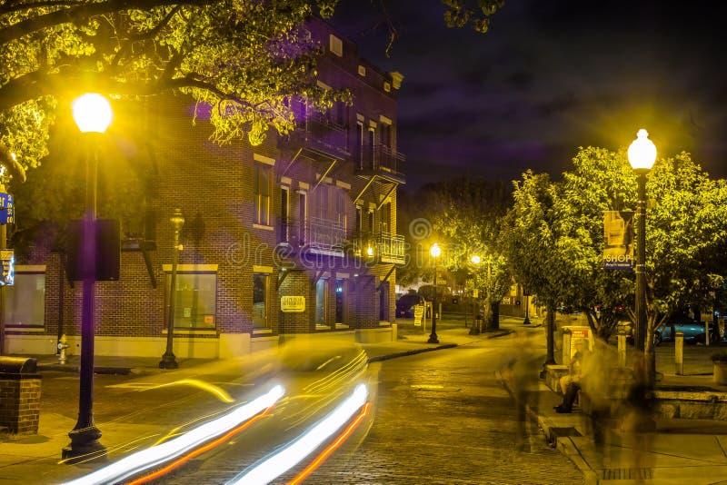 河边区委员会步行场面在威明顿nc在晚上 免版税图库摄影