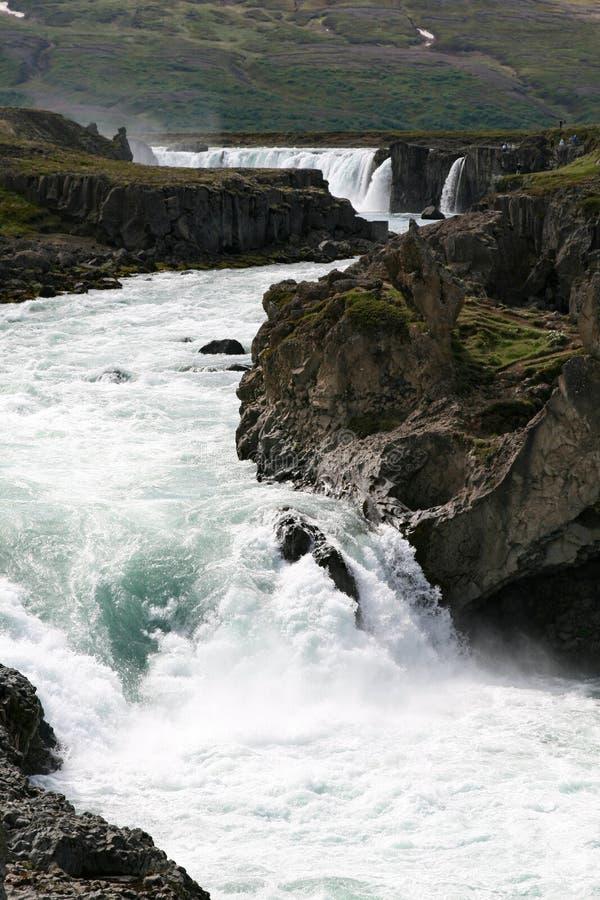 河道通过岩石 免版税库存照片