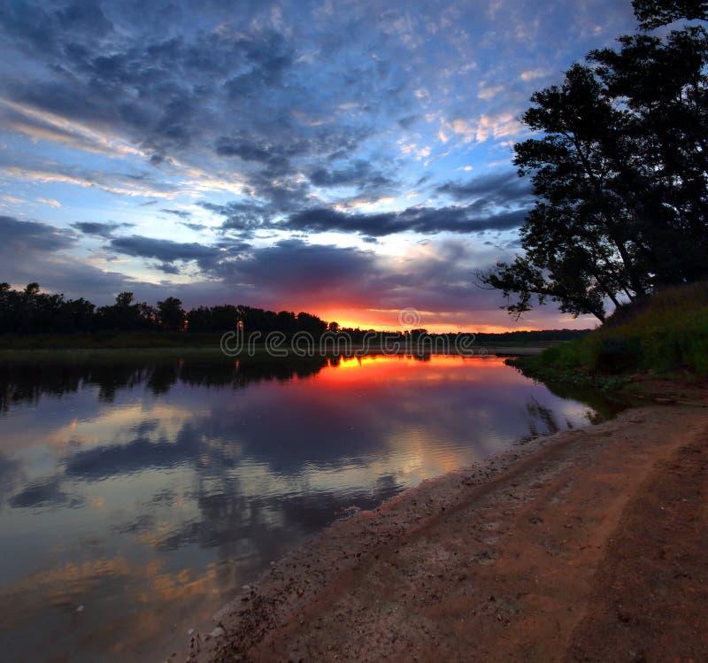 河风景在黎明 库存图片