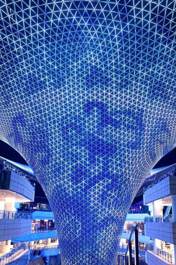 河购物中心上海中国被点燃的建筑支持 免版税库存图片