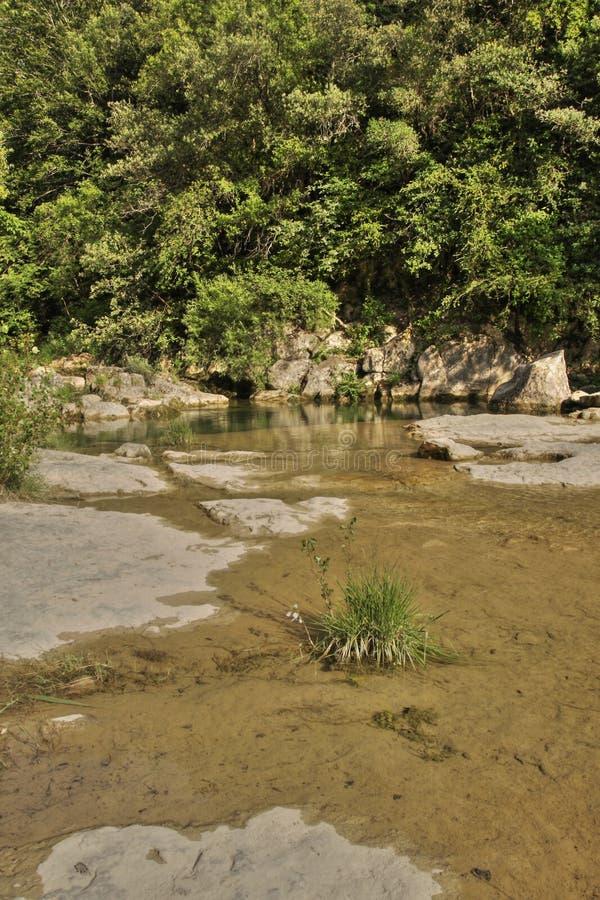 河lauquet在Corbieres,法国 库存照片