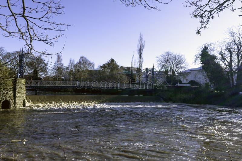 河Leam在冬天-泵房/杰夫森庭院,皇家Leamington温泉 免版税库存图片